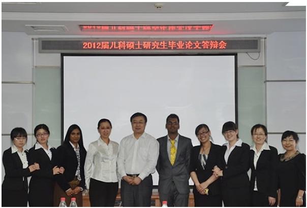 2012届硕士研究生顺利通过毕业论文答辩